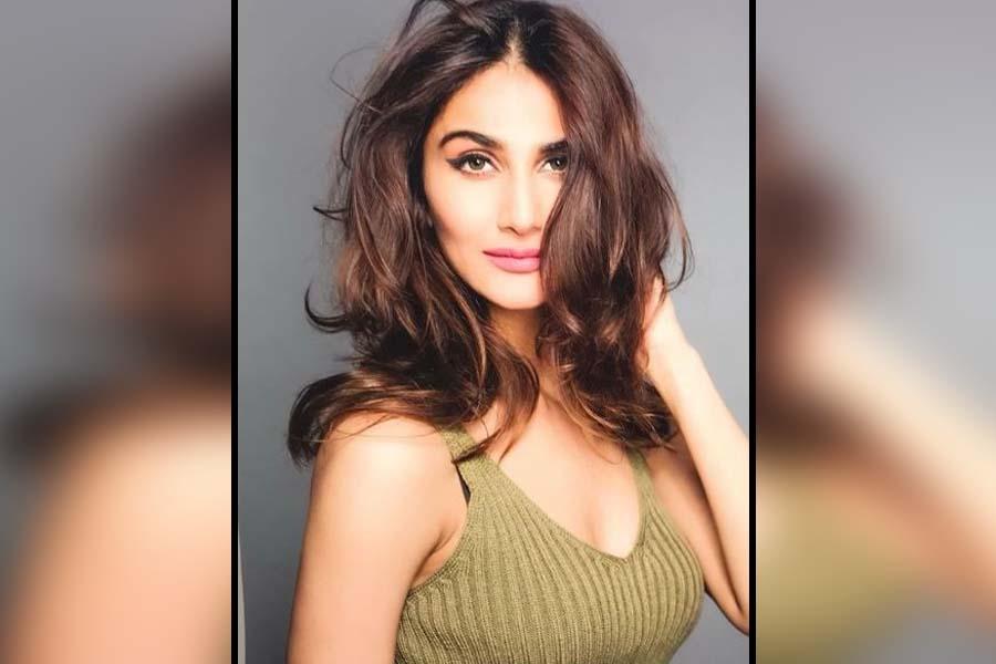 Vani Kapoor Bell Bottom Shamshera