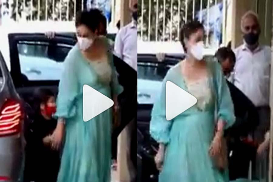 Kareena Kapoor Khan Taimur Ali Khan Karisma Kapoor
